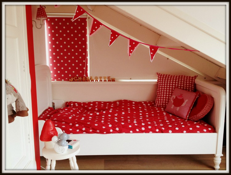 babykamer rood met witte stippen ~ lactate for ., Deco ideeën